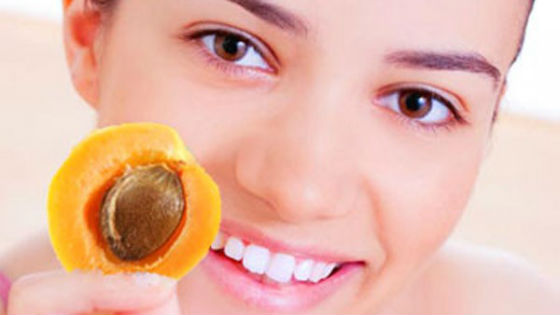 Мякоть абрикоса для кожи возле глаз