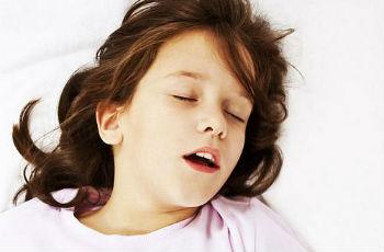 От чего появляются аденоиды у детей