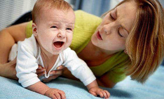 Колики как симптом реакции на молочный белок