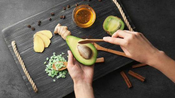 Ингредиенты для приготовления составов с авокадо