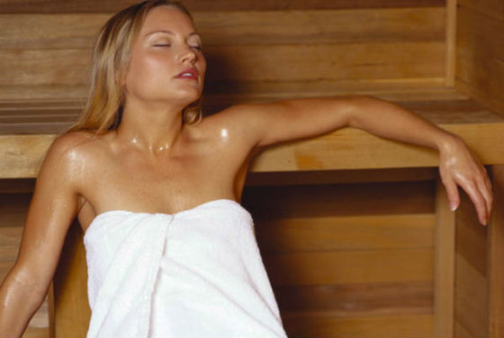 Паровые процедуры в бане и сауне для очищения пор кожи