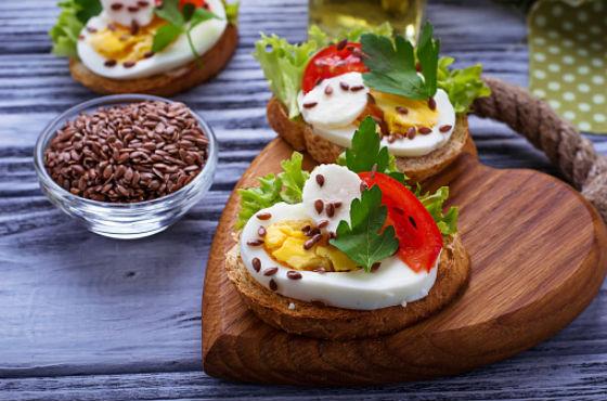 Вкусные бутерброды с семечками льна