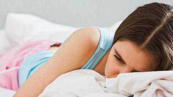 У девочек-подростков первые месяцы после менструации болит живот