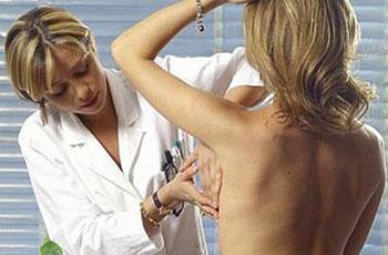 Болит правая молочная железа: причины, лечение