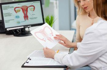 Почему не работают яичники у женщин причины
