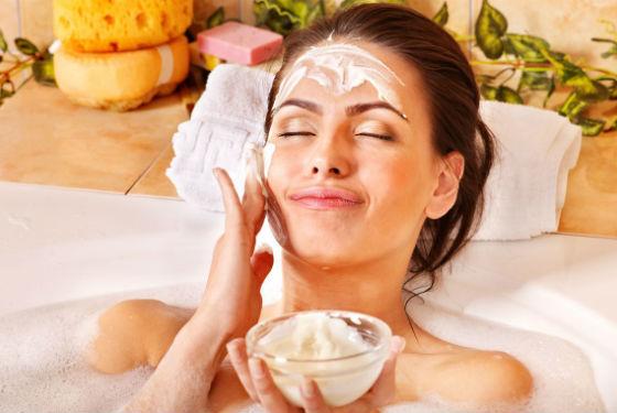 Домашние косметические процедуры для сохранения гладкости кожи