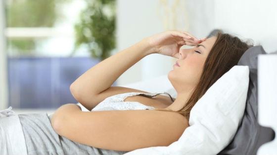 Головная боль является частым проявлением предменструального синдрома