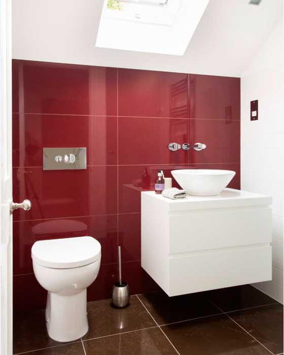 Дизайн в красно-белом стиле на мансарде