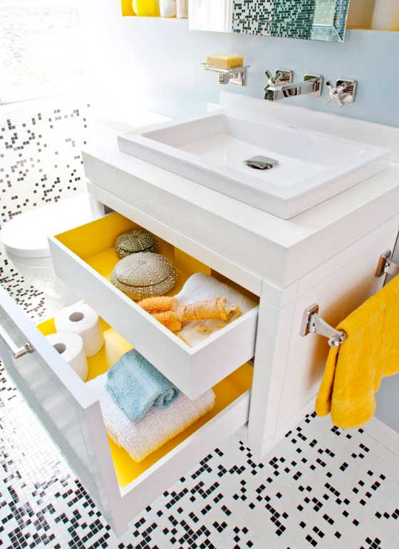 Навесная раковина для визуального расширения ванной комнаты
