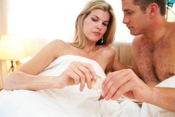 При занятиях сексом в критические дни желательно использовать презерватив