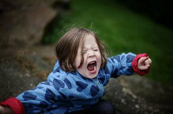Истеричное поведение у двухлетних детей