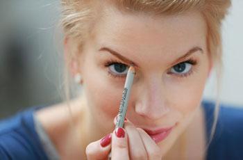 Как накрасить брови карандашом поэтапно