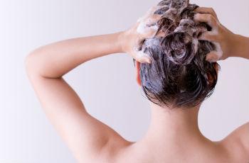 Смывка для волос — простые правила снятия краски с локонов в домашних условиях