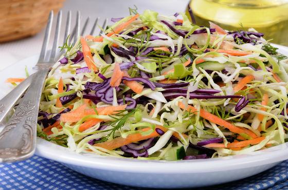 Капустный салат из разных сортов капусты
