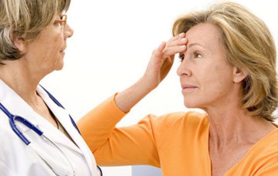 Врач назначает препараты при менопаузе