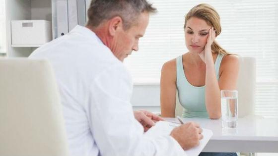 При отсутствии месячных более полугода следует посетить врача