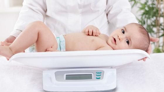 Стабильный набор веса ребенка как показатель достаточного количества молока