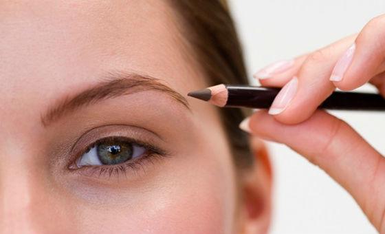 Коррекция бровей перед нанесением макияжа