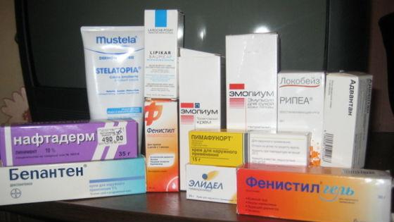Набор препаратов и мазей для лечения кожной сыпи