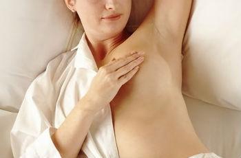 Опрелости под молочными железами: причины, лечение медикаментами и народными средствами, профилактика