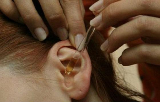 Закапывание уха как один из методов лечения