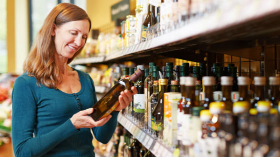 Масло из семени льна необходимо хранить в темной стеклянной бутылке
