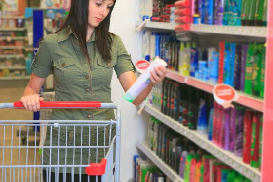 Огромный выбор средств от перхоти на полках магазинов и аптек