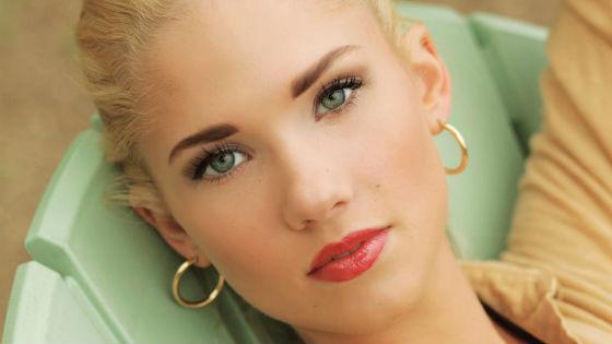 Вариант повседневного мейка для зеленоглазых блондинок