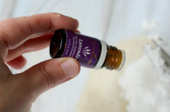 Масло лаванды от прыщей: эфирное лавандовое масло для тела