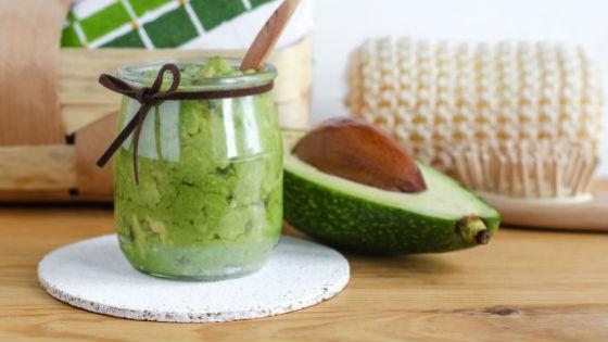 Маски с авокадо предотвращают появление секущихся концов