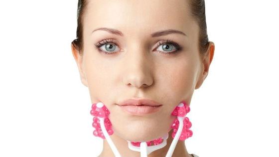 Для массажа шеи можно использовать различные приспособления