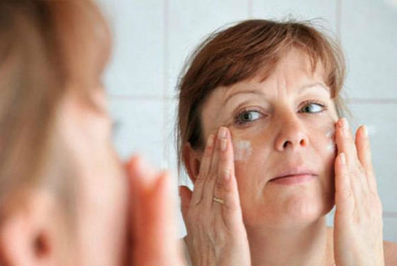 Для избавления от глубоких заломов средство с ретинолом используется ежедневно