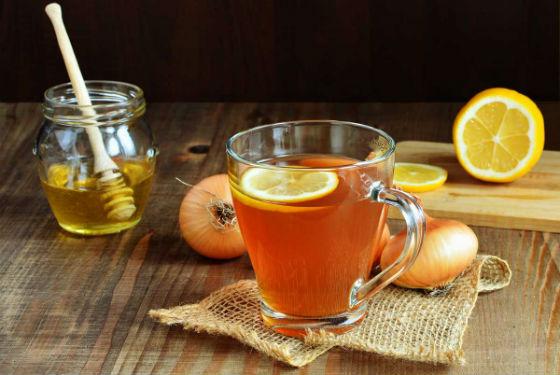 Медово-луковый сироп модно обогатить лимоном