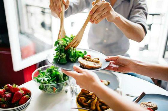 Зелень как источник витаминов разрешено есть в дни употребления белка