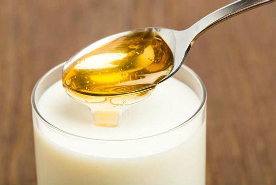 Теплое молоко с медом как общеукрепляющее средство для детского организма