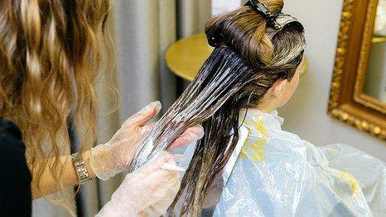 Затонировать можно отдельные пряди или все волосы