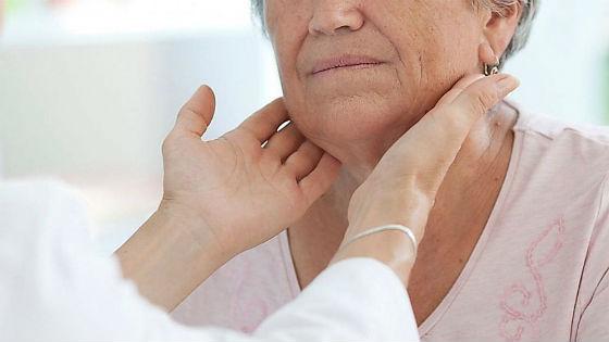 Изменения в щитовидке можно обнаружить уже при пальпации