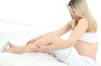 Почему отекают ноги у женщин в щиколотках, ушиб щиколотки