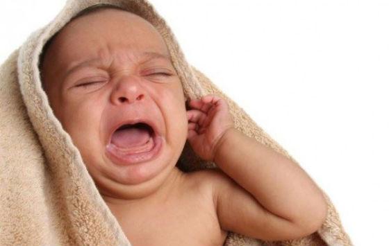 Резкий продолжительный плач как признак отита