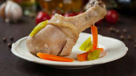 Нежирные сорта мяса и птицы нужно отваривать или тушить