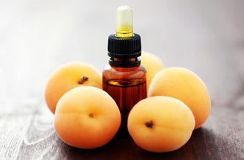Персиковое масло для лица, способы применения, 7 рецептов домашних средств