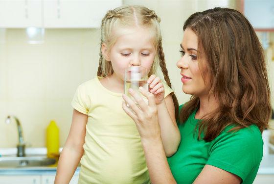 При любых заболеваниях кишечника важно соблюдать питьевой режим