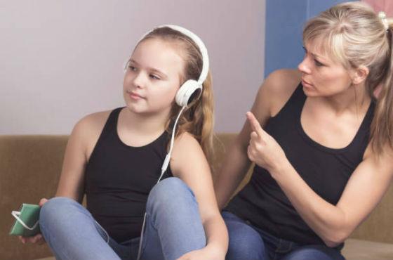 Большинство подростков живет в своем мире и не слышат родителей