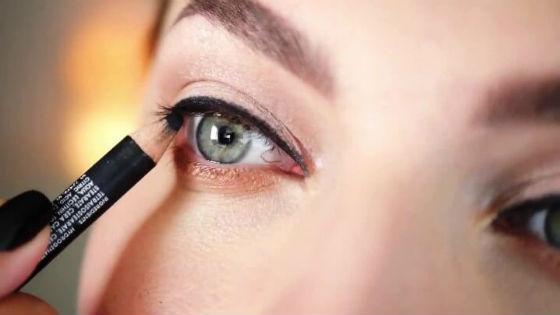 Широкая стрелка для увеличения глаз