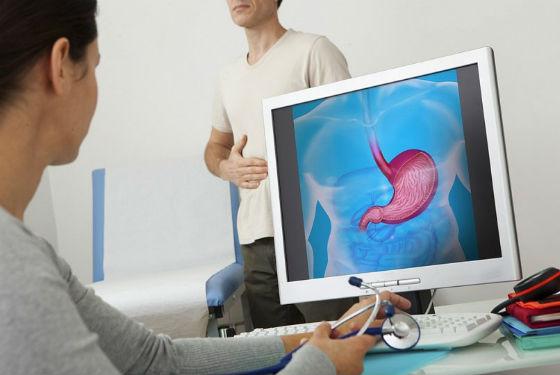 При постоянном горьком привкусе в ротовой полости следует посетить врача