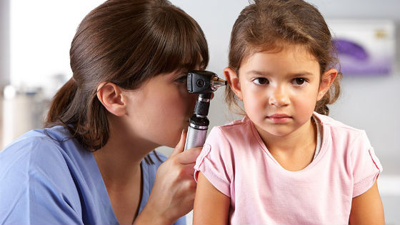 Причиной плохо развитой речи ребенка может быть тугоухость