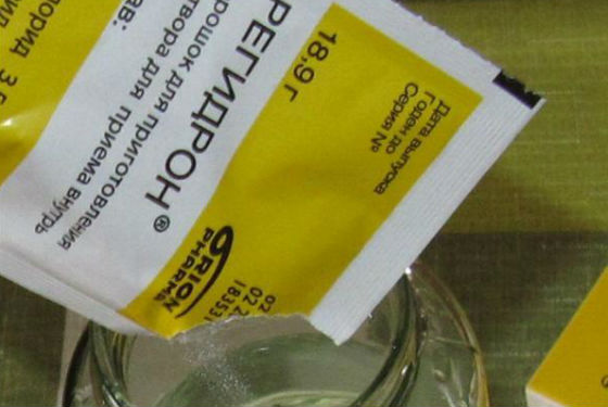 Развести пакетик регидрона в 1 л воды