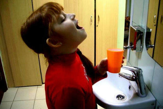 Полоскать рот водным настоем пчелиного клея можно детям