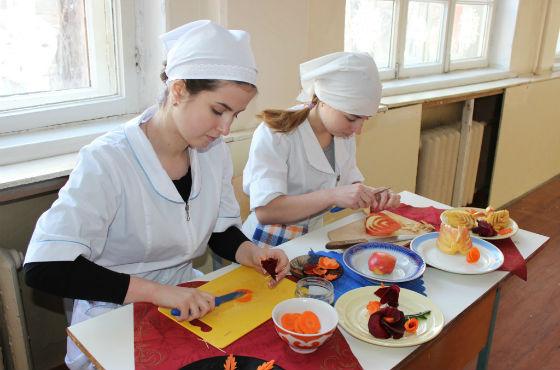Профориентационная работа проводится в школе и дома
