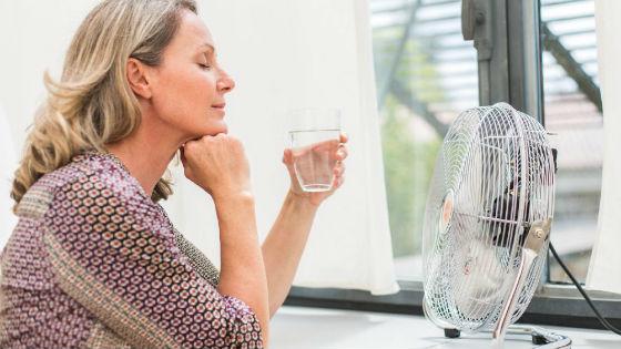 Первые симптомы менопаузы можно ощутить уже к 40 годам